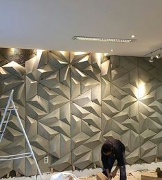 Photo shared by Decortiles on July 2016 tagging and A imagem pode conter: 1 pessoa Wall Panel Design, Tv Wall Design, 3d Wall Panels, Ceiling Design, House Design, Wall Texture Design, Feature Wall Design, Ceiling Ideas, Interior Walls