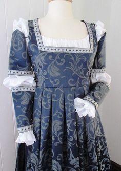 Italian Renaissance Gown Dress Costume Custom Made Renaissance Mode, Renaissance Fair Costume, Medieval Costume, Renaissance Clothing, Renaissance Fashion, Medieval Dress, Italian Renaissance, Historical Clothing, Italian Outfits