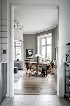 Decor Trend 2020 Contrasts In Deep Green Decor Trend 2020 Contrasts In Deep Green Pantone, Scandinavian Home Interiors, Green Velvet Sofa, Bungalow 5, Interior Decorating, Interior Design, Swedish Design, Home Room Design, Home Decor Trends