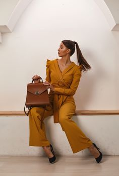 This monochrome 2 pieces set is perfect business casual. Office Outfits, Be Perfect, Business Casual, Timeless Fashion, Monochrome, Jumpsuit, Womens Fashion, Dresses, Design