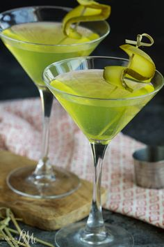 An easy savory martini, Dill Pickle Vodka Martini replaces the classic olives with cucumber pickles in this unexpected yet delightful cocktail recipe.