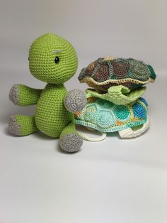 You Can Crochet A Turtle With A Removable Shell And I Need It In My Life - - OMG! You have to see this crocheted turtle! It is just about the cutest thing EVER to come across my computer, and I HAVE to have it. Courtesy of. Crochet Amigurumi, Amigurumi Patterns, Crochet Patterns, Crochet Turtle Pattern Free, Bead Patterns, Toy Turtles, Cute Turtles, Crochet Easter, Cute Crochet