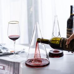 Serving wine in elegant style with our Luxury Wine Decanter.This decanter will make a statement on any table, any occasion like Christmas or Anniversary. This handblown glass wine decanter is simply stunning, elegant and classy. Marble Mugs, Wine Fridge, Waterford Crystal, Hand Blown Glass, Wine Tasting, Decoration, Wine Lover, Lead Free, Anniversary