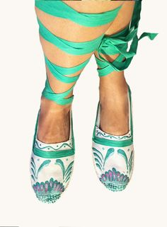 Mexican shoes handpainted, majolica espadrilles, beach summer shoes, mexican talavera designers, diseñadores de talavera poblana via Mexico fashions. Click on the image to see more!