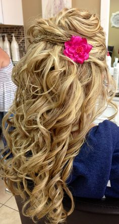 Prom hair. Absolutely beautiful. Plus the pink would go with my hair!