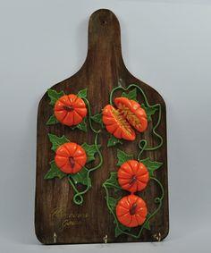 Artesanato em biscuit sobre madeiram