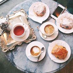 Kafa i pita sa višnjama. :)