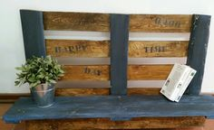 Recycle wood. Happy day and good time by Lorens.