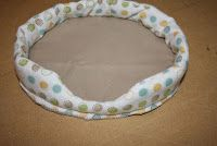 """Dog or cat bed for 18"""" doll pets, free pattern and tutorial"""