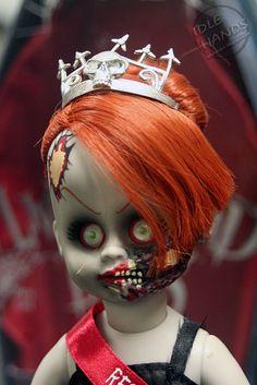 Idle Hands: SDCC: Mezco's Living Dead Doll Resurrection Set
