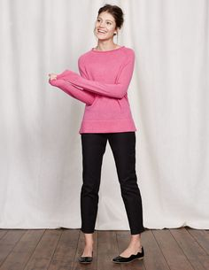 Discover our latest range of luxuriously cosy Knitwear for Women at Boden. Shop the best cardigans and cashmere jumpers and stay warm this winter. New Catalogue, Jumpers, Work Wear, Knitwear, Cashmere, Normcore, Feminine, Fashion Outfits, Stylish