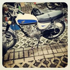 Honda cb100 restore blue gelatik #honda #cb100 #hondacb100 #Jakarta #Indonesia #vintage #oldbutnewbike #espressoism #ontelcoffee