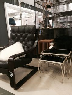 vintage plywood lounge chair with leather buttoned seating  selected by www.sandervaneyck.nl