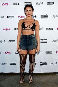 Demi Lovato Bares All in Bondage Bra and Daisy Dukes Cuerpo Demi Lovato, Demi Lovato Body, Demi Love, Demi Lovato Pictures, Beauty And Fashion, Daisy Dukes, Celebs, Celebrities, Bra Tops