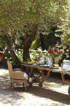 Busy at Home: Dining Al Fresco ~ how I would love to be here tod...
