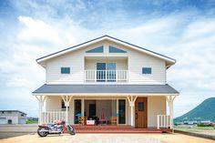 「香川の家」掲載の(株)大洋ハウジング が手がけた実例・施工例です。込められた想いは「生活スタイルや家相にも配慮したカリフォルニアスタイルの家」香川県丸亀市の実例・施工例・新築が一斉に見れる。香川の地元工務店で家を建てたい人には必見の情報が盛りだくさん。 Kagawa, California Style, Small House Plans, House Colors, My House, Beach House, Shed, Exterior, Outdoor Structures