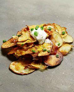 Baked Potato Nachos 21 Potato Recipes That Will Ruin You For Anything Else Potato Dishes, Potato Recipes, Veggie Recipes, Snack Recipes, Cooking Recipes, Dessert Recipes, Yummy Appetizers, Appetizer Recipes, Potato Nachos