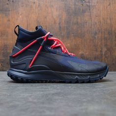 Inspired by original 1997 running shoe's upper, Men's Nike Terra Sertig Boot features a water-resistant textile upper to help keep you dry. Aggressive lugs throughout provide traction worthy of their trail-running heritage.Water-resistant textile upper he