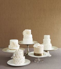 Mini Cakes {Hawaii Wedding Inspiration} - Modern Weddings Hawaii Destination Bride Inspiration Hawaii Wedding Vendors