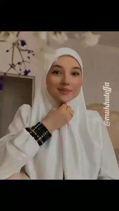 Simple Hijab Tutorial, Hijab Style Tutorial, Mode Turban, Turban Hijab, Stylish Dresses For Girls, Stylish Dress Designs, Cute Girl Illustration, Turban Tutorial, Moslem Fashion