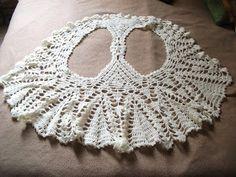Dos Chalecos a crochet         Chaleco blanco realizadoen hiloalgodón, laterminaciónhice 2 vueltas de media vareta o punto medio alto ...