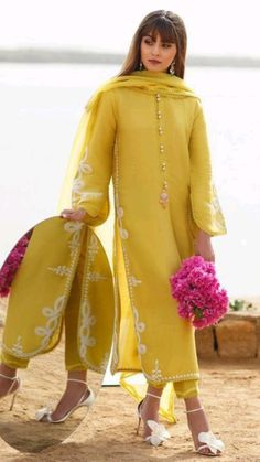 Simple Pakistani Dresses, Pakistani Fashion Casual, Pakistani Dress Design, Pakistani Outfits, Indian Outfits, Kurti Pakistani, Muslim Fashion, Stylish Dresses For Girls, Stylish Dress Designs