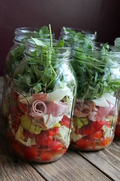 Mason Jar Salad Recipes 16 healthy mason jar salad recipes make the best healthy lunch ideas for the week! Easy layer-by-layer instructions tell you how to make the perfect portable lunch! Make meal prep simple with healthy salad recipes-in a jar! Mason Jar Lunch, Mason Jar Meals, Meals In A Jar, Mason Jars, Healthy Meal Prep, Healthy Eating, Healthy Recipes, Clean Eating, Salad In A Jar