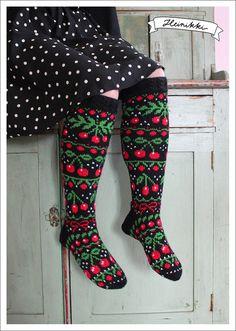 Ravelry: Cherrylicious Socks pattern by Heinikki design - Heini Perälä Knitted Mittens Pattern, Knitting Socks, Hand Knitting, Knitting Patterns, Knit Socks, Crochet Woman, Knit Crochet, Woolen Socks, Textiles
