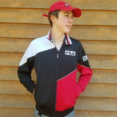 """Vintage Black & Red Fila Italia Sport Jacket (Small) Warm-Up Athletic Zip Coat   Authentic Vintage Fila Brand Sport Italia Warm-Up Sports/Track Jacket Size Mens Small (S) Italy STREETWEAR   Great pre-owned condition! Heavy, warm material perfect for keeping you warm on the go! Perfect piece to complete a vintage sporty look. No stains or spots on material. See image for more details and conditions.    Measurements: Armpit to Armpit - 20"""" Shoulder to Bottom of Jacket - 26"""" ..."""