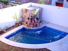 Swimming pools are such a fabulous luxury garden addition, but of you have a small yard, you might not know they are an option for you! Pools For Small Yards, Small Swimming Pools, Swimming Pools Backyard, Swimming Pool Designs, Backyard Pool Designs, Small Backyard Landscaping, Patio Chico, Kleiner Pool Design, Pool Images