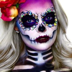 Halloween is one of the best holidays. The costumes, decorations, makeup makes it all worth it. Here are 33 simple sugar skull makeup looks to inspire you. Halloween Makeup Sugar Skull, Halloween Makeup Looks, Halloween Kostüm, Sugar Scull Costume, Diy Halloween Face Paint, Candy Skull Costume, Skeleton Costumes, Halloween Costumes, Halloween Tutorial