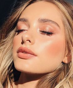 Gorgeous Glowing Summer Makeup Look! Gorgeous glowing summer makeup look! Beauty Care, Beauty Hacks, Hair Beauty, Beauty Skin, Beauty Ideas, Beauty Makeup, Beauty Guide, Drugstore Beauty, Beauty Secrets