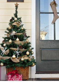 38 Cool Christmas Porch Décor Ideas