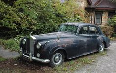This picture makes me so incredibly sad, this poor rolls Royce needs someone to love it.
