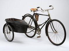 sidecar negro unido a Victoria bicicleta roadster de los hombres negros