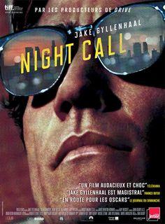Night Call est un film de Dan Gilroy avec Jake Gyllenhaal, Rene Russo. Synopsis : Branché sur les fréquences radios de la police, Lou parcourt Los Angeles la nuit à la recherche d'images choc qu'il vend à prix d'or aux chaînes de TV