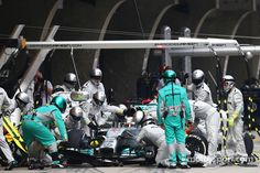 Pitstop-action for Lewis Hamilton - 2014 Chinese GP race