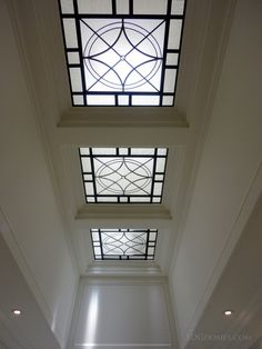 This excellent skylight shade is definitely an inspiring and top notch idea Skylight Glass, Skylight Shade, Skylight Blinds, Skylight Design, Glass Ceiling, Glass Roof, Glass Domes, Skylights, Roof Design