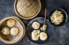 Petits pains à la raclette - Recette | fooby.ch Dip, Cheese, Food, Pastries, Kitchen Workshop, Dinner Rolls, Vinegar And Water, Play Dough, Food Food