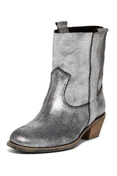 Groove Ankle Boot http://hautelook.hardpin.com/tracker/c.php?m=HardPin&u=type359&url=http://www.hautelook.com/index/index/mk/invite/inventory_id/12950731/?sid=75971&mid=affiliate&cid=hellosoci6&aid=type359&cid=975