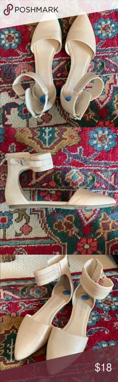 Trendy how to wear loafers to work shoes ideas How To Wear Loafers, How To Wear Sneakers, How To Wear Leggings, Jeans Wedding, Wedding Hair, Wedding Dress, Work Flats, Fancy Shoes, Ankle Strap Flats