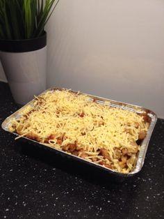 Een kapsalon is een gerecht bestaande uit friet bedekt met shoarma, afgetopt met Goudse kaas, even onder de grill gezet, zodat de kaas smelt, met bovenop salade. Vaak wordt de kapsalon geserveerd m…