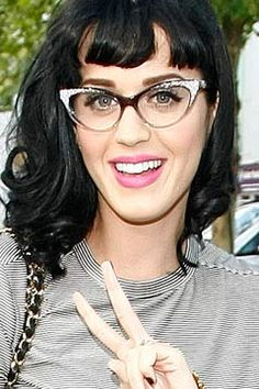 Google Image Result for https://www.securecloudhost.co.uk/specspost.co.uk/dynamic_pictures/katy-perry-glasses-airport-singer-240jn061510.jpg