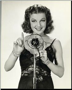 """1938 - Actress Ann Sheridan in the motion picture """"Broadway Musketeers"""". 1940s Actresses, Classic Actresses, Hollywood Actresses, Beautiful Actresses, Old Hollywood Glamour, Golden Age Of Hollywood, Hollywood Stars, Classic Hollywood, Hollywood Divas"""
