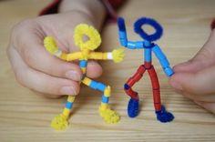 Ludziki z koralików Pyssla z IKEA. Można też użyć koralików Hama! Super zabawka na deszczowe popołudnie.