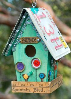 Even our feathered friends appreciate good curb appeal! Give them a birdhouse to be proud of by using an old license plate as a crafty roof. Get the tutorial at Running with Sisters. - PopularMechanics.com #birdhousetips