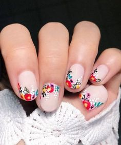 Chic + Cheeky Nail Art Ideas for Your Bridal Manicure - Green Wedding Shoes - Nail Designs spring Cute Nail Art Designs, Flower Nail Designs, Nail Design Spring, Spring Nail Art, Spring Nails, Summer Nails, Spring Art, Chic Nail Art, Chic Nails