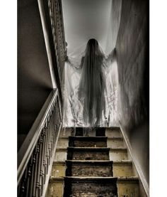 Truly Scary Halloween Decorations     I love scary things, but if you guys try this with me, I'm not coming over anymore.
