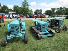 Either one on each side but not traced copar Small Tractors, Compact Tractors, Old Tractors, Lawn Tractors, Vintage Tractors, Vintage Farm, Garden Tractor Pulling, Custom Golf Carts, Crawler Tractor