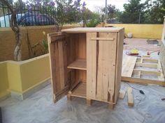 Pallet Cabinet - 5 DIY Pallet Furniture Projects | 99 Pallets